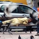 Par beskućnika vratio 10.000 dolara pronađenih na ulici