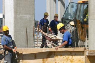 """""""Azmont"""" traži 3.000 građevinskih radnika"""