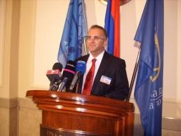 U Srpskoj radi oko 5.000 službenika i namještenika
