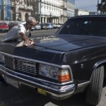 Limuzina Fidela Kastra kao taksi krstari Havanom