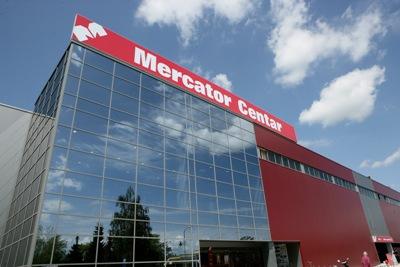 Mercator prodaje 12  tržnih centara