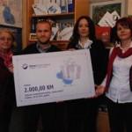 Hipo banka darovala 5.000 KM za dva udruženja u Prijedoru