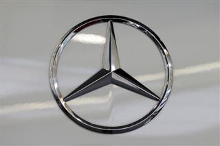 """Mercedes """"časti"""" svoje radnike sa po 5.400 evra"""