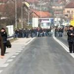 "Radnici ""Krivaja-Mobel"" blokirali magistralni put"