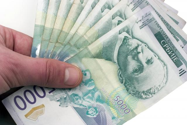 Dinar u ponedjeljak jača
