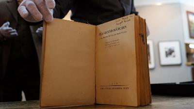 Knjiga s potpisom Ane Frank prodata za 62.500 dolara