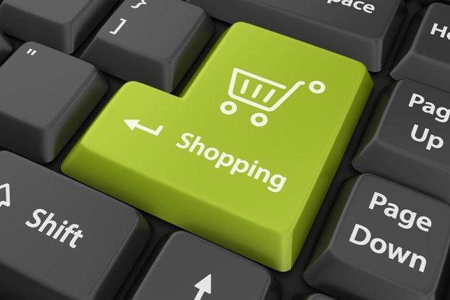 Građani Srbije onlajn kupuju najviše odjeću i tehniku