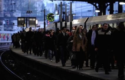Francuska: Radnici moraju da rade, Vlada prijeti dekretima