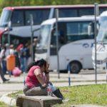 Pola stanice zapljenili zbog duga, putnici na ulici