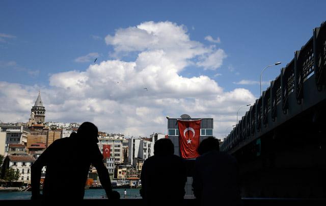 Turska: Pretresi u 44 firme, uhapšeno 120 direktora