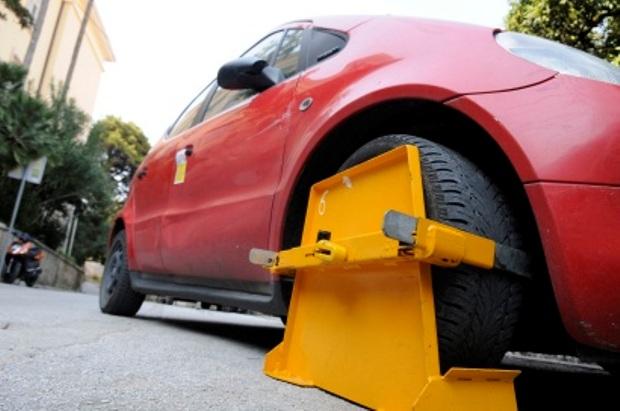 Nezakonito blokiranje automobila i kažnjavanje vozača zbog neplaćenog parkinga!