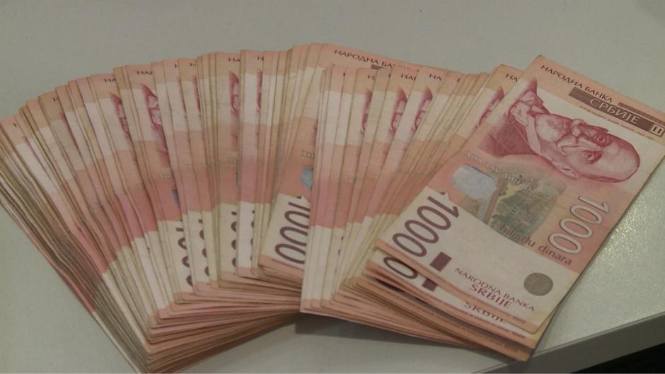 Dinar se odmara za vikend, kurs u ponedjeljak 118,5