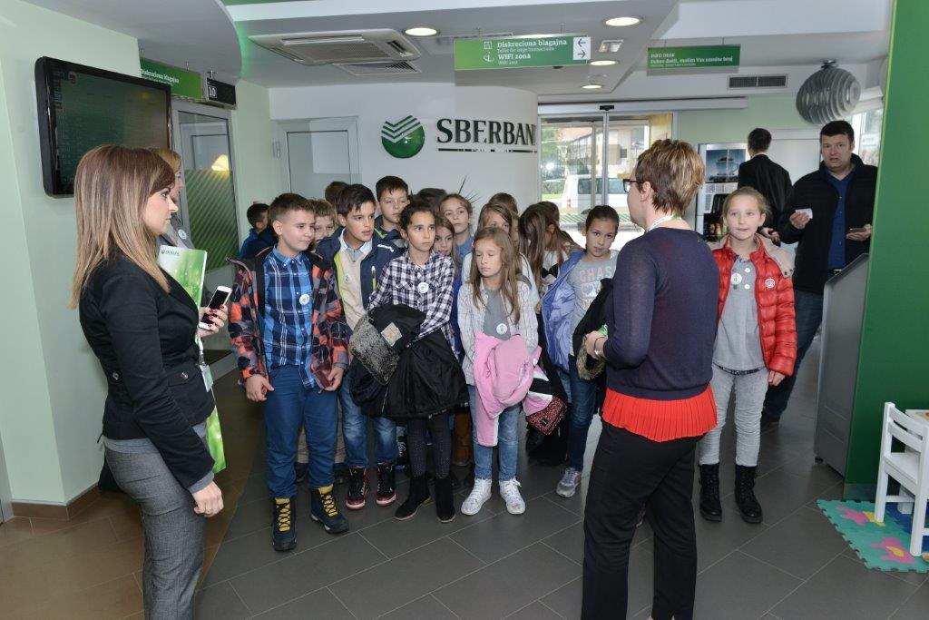"""Učenici škole """"Georgi Stojkov Rakovski"""" posjetili Sberbank Banjaluka"""