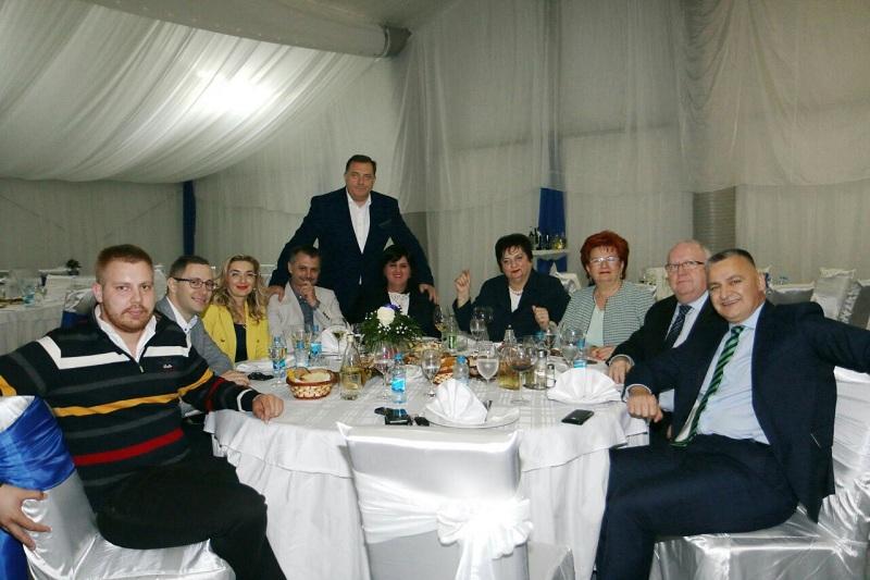 Stefan Mitrović sa članovima SNSD-a