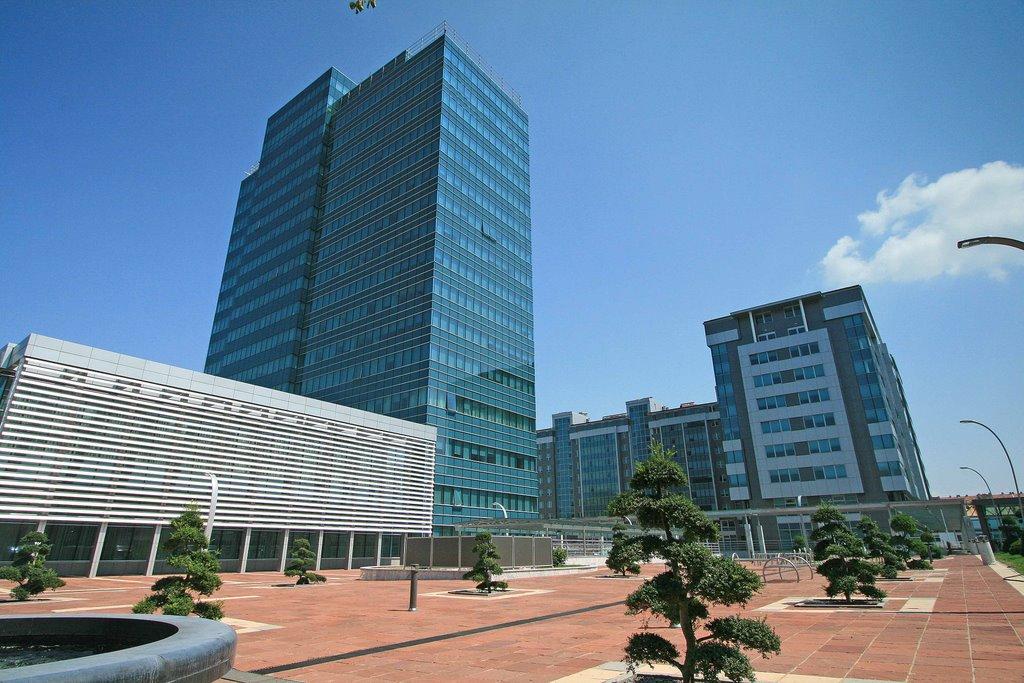 Građani Srpske konačno otplatili luksuznu zgradu Vlade!