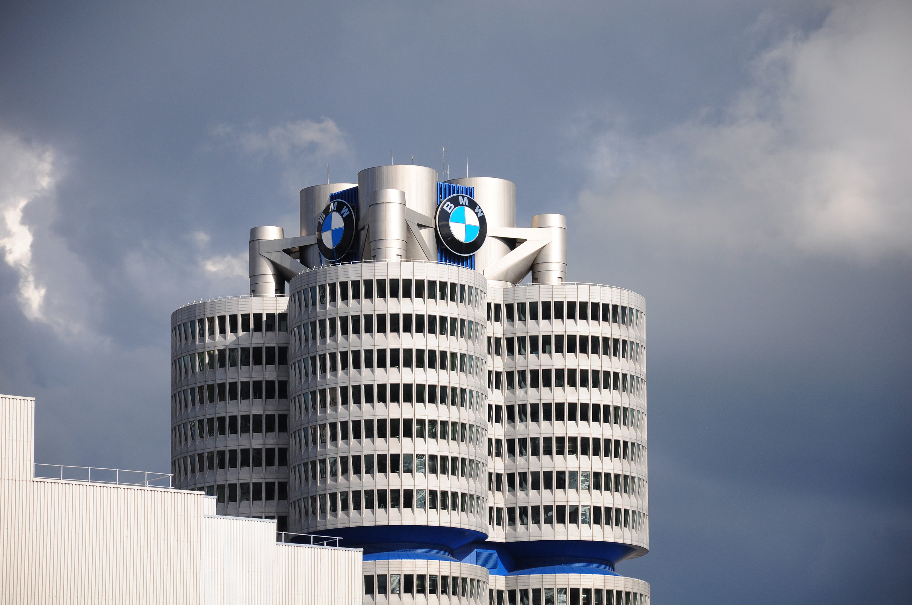 Zbog carina direktori Daimlera, VW-a i BMW-a pozvani u Bijelu kuću