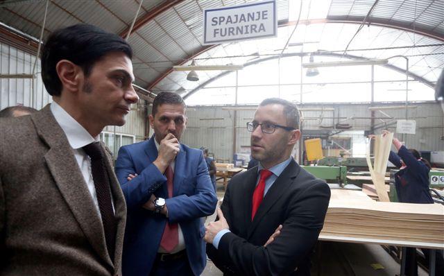 """Načelnik opštine Prnjavor, Darko Tomaš u posjeti Fabrici namještaja """"Standard"""" a.d. Prnjavor"""