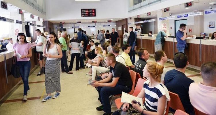 Ćulum naredio otvaranje dodatnih šaltera za registraciju vozila u PU Banjaluka