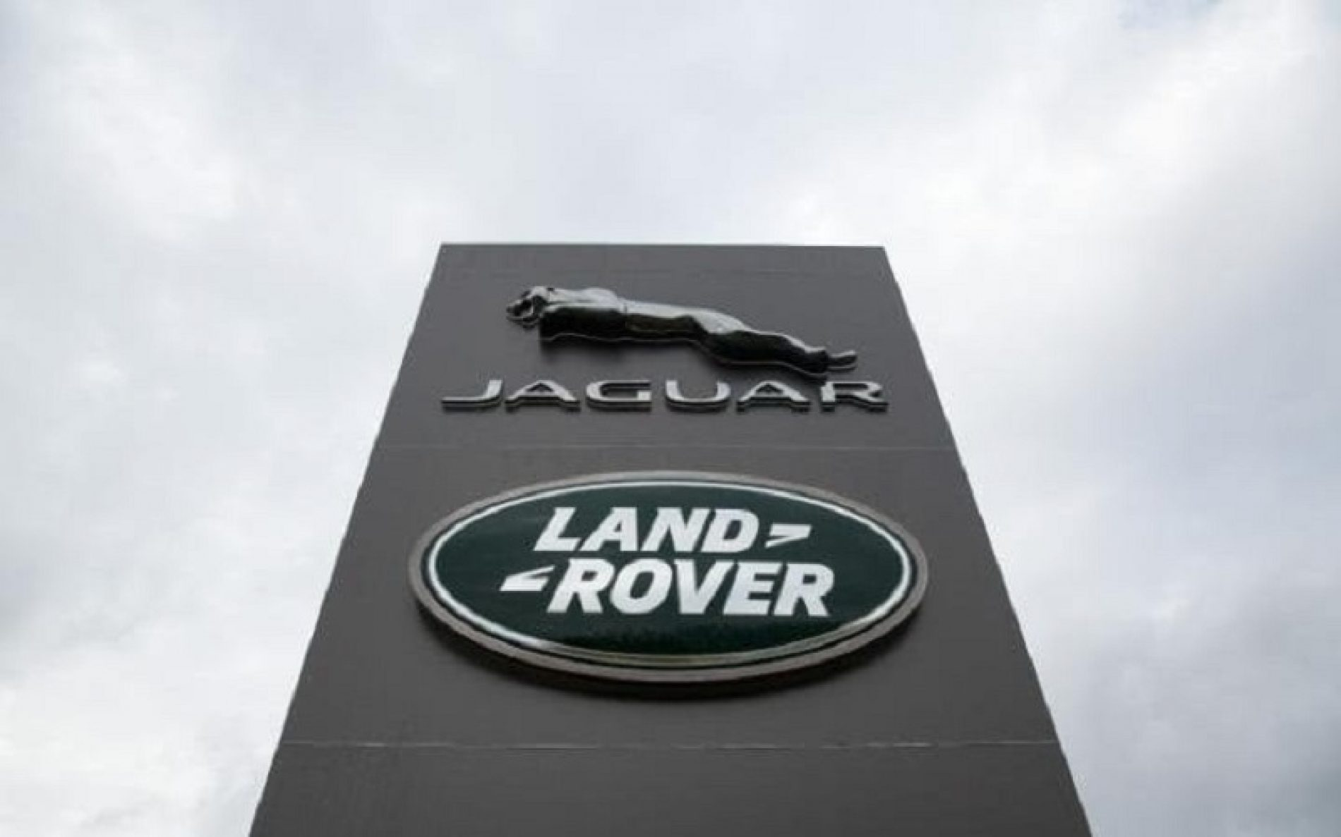 "Otkazi u ""Jaguar lend roveru"""
