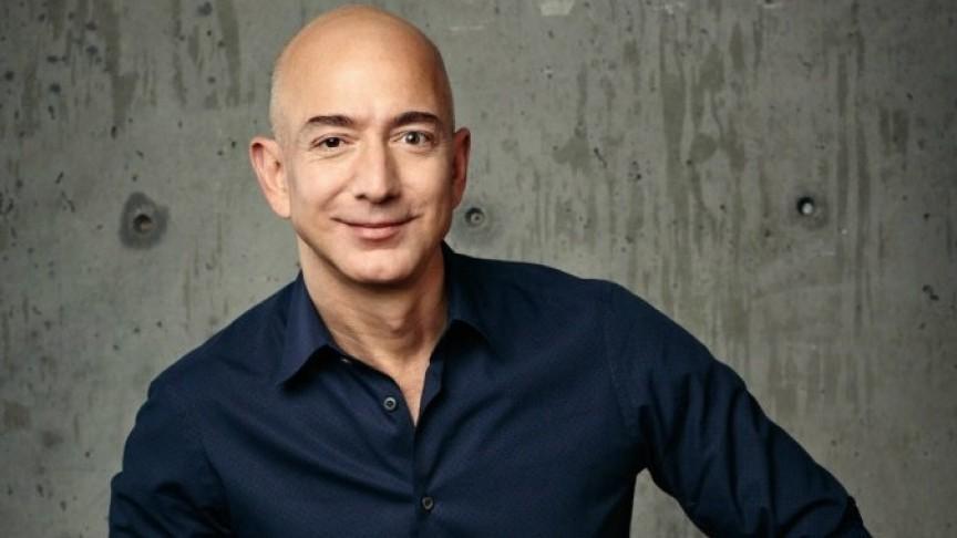 Bezos prodajom paketa akcija Amazona zaradio još 990 miliona dolara