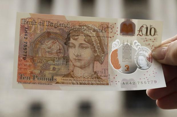 Britanija: U opticaju nova plastična novčanica od 10 funti  Tanjug | 14. septembar 2017. 15:39 | Komentara: 0 Pored kraljice Elizabete II, čiji je portret na svim britanskim novčanicama, Džejn Ostino je treća žena koja se našla na modernim banknotama Ujedinjenog Kraljevstva