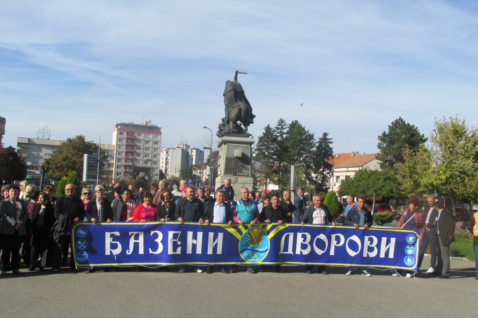 Štrajkači iz Banje Dvorovi pred Gradskom upravom