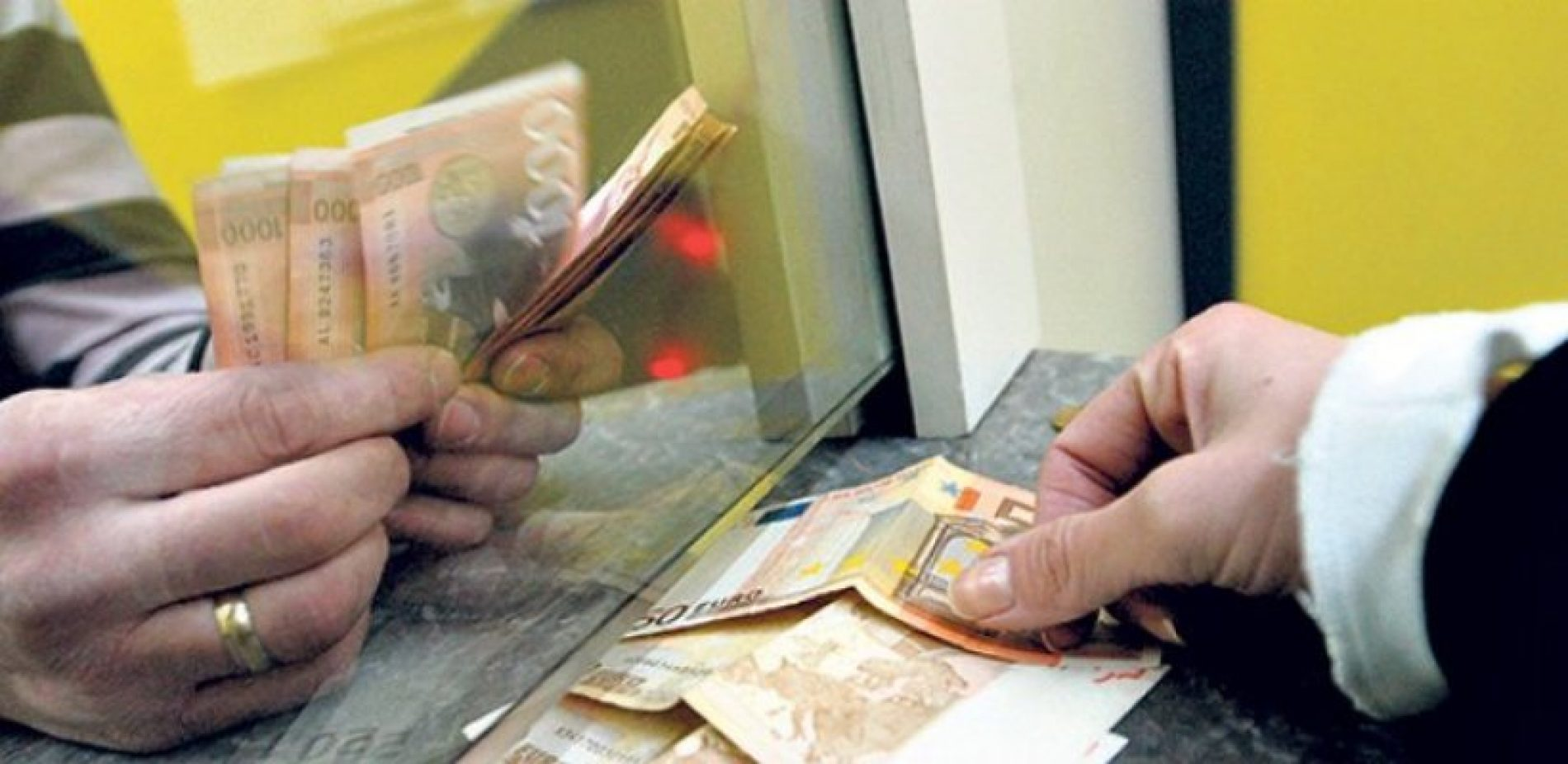 NBS intervenisala, dinar stabilan