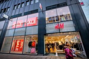 Jedna od najtežih godina za H&M: Zbog rasističke reklame pada prodaja