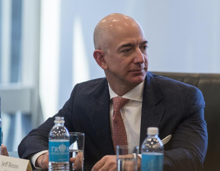 Osnivač Amazona Jeff Bezos je milijarder, a i danas umjesto stola koristi vrata
