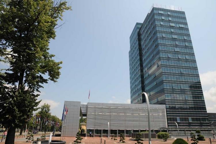 Vlada Srpske dozvolila da direktori primaju platu mimo zakona