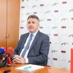 Direktor Topić kupuje limuzinu koja mora imati osam zvučnika, led osvjetljenje, kožna sjedišta…