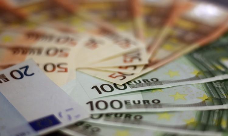 Građani Hrvatske, Crne Gore i BiH znatno više zaduženi od građana Srbije