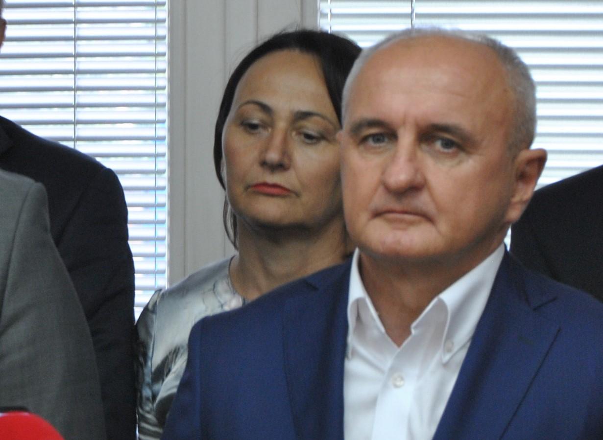Đokić i Čičkovićeva žmire na bahaćenje direktora