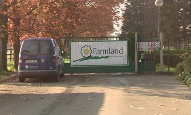 Zbog mašine zaključali Farmland