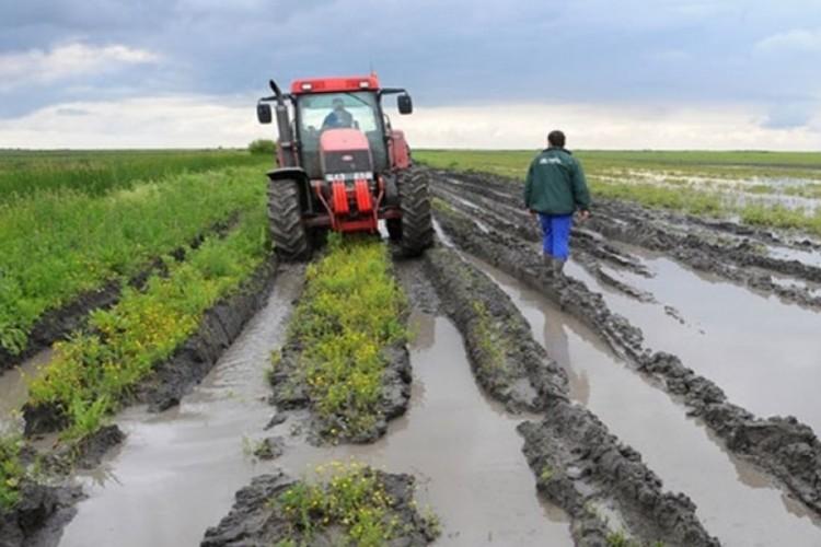 Poplave uzrokovale štetu u poljoprivrednoj proizvodnji: Uništena proljećna sjetva