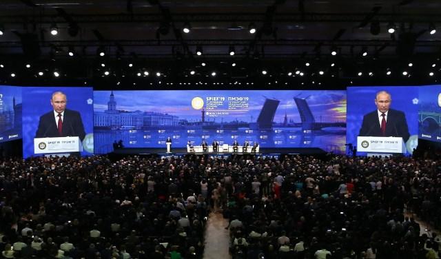 """Ruski """"Davos"""" jači od pokušaja izolacije"""