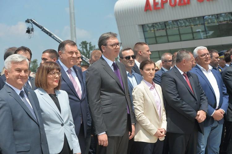 """Otvoren aerodrom """"Morava"""", u prisustvu Vučića, Dodika i Brnabićeve"""