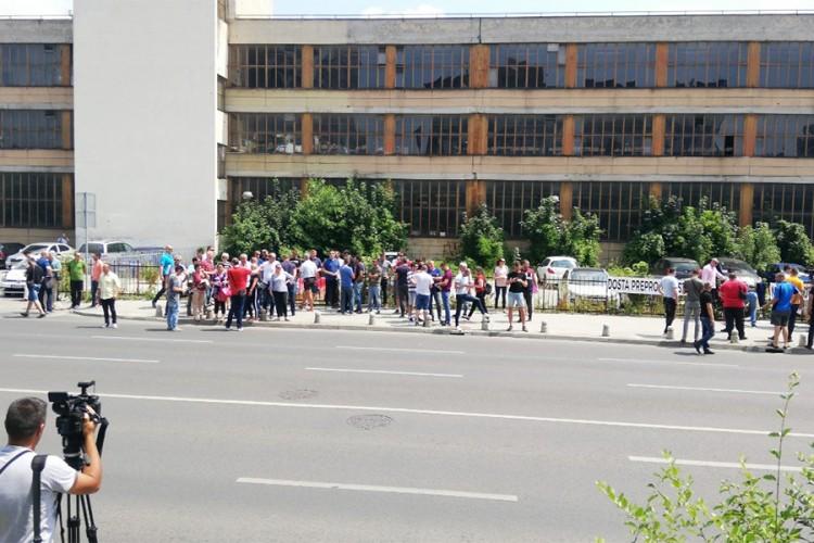 Radnici Aluminija pred zgradom Vlade FBiH, pregovori sa Arapima nisu im poznati
