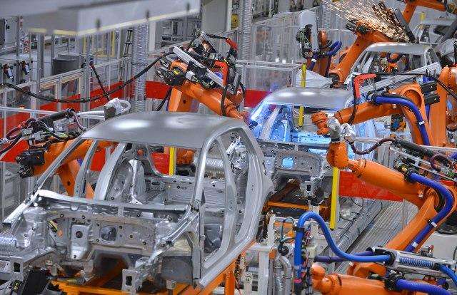 Britanska auto-industrija na koljenima: Gubiće 63.300 dolara po minuti, proizvođači kivni na Džonsona