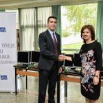 Nova banka donirala računare osnovnim školama