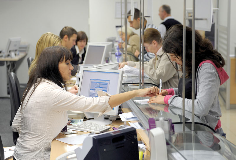 Banke izrabljuju šalterske radnike