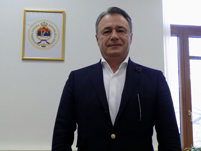 Perović prijetio